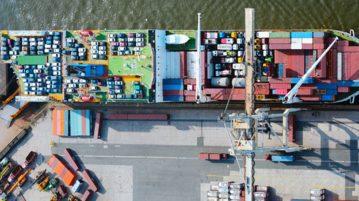 Le port de Hambourg marie cloud et logistique