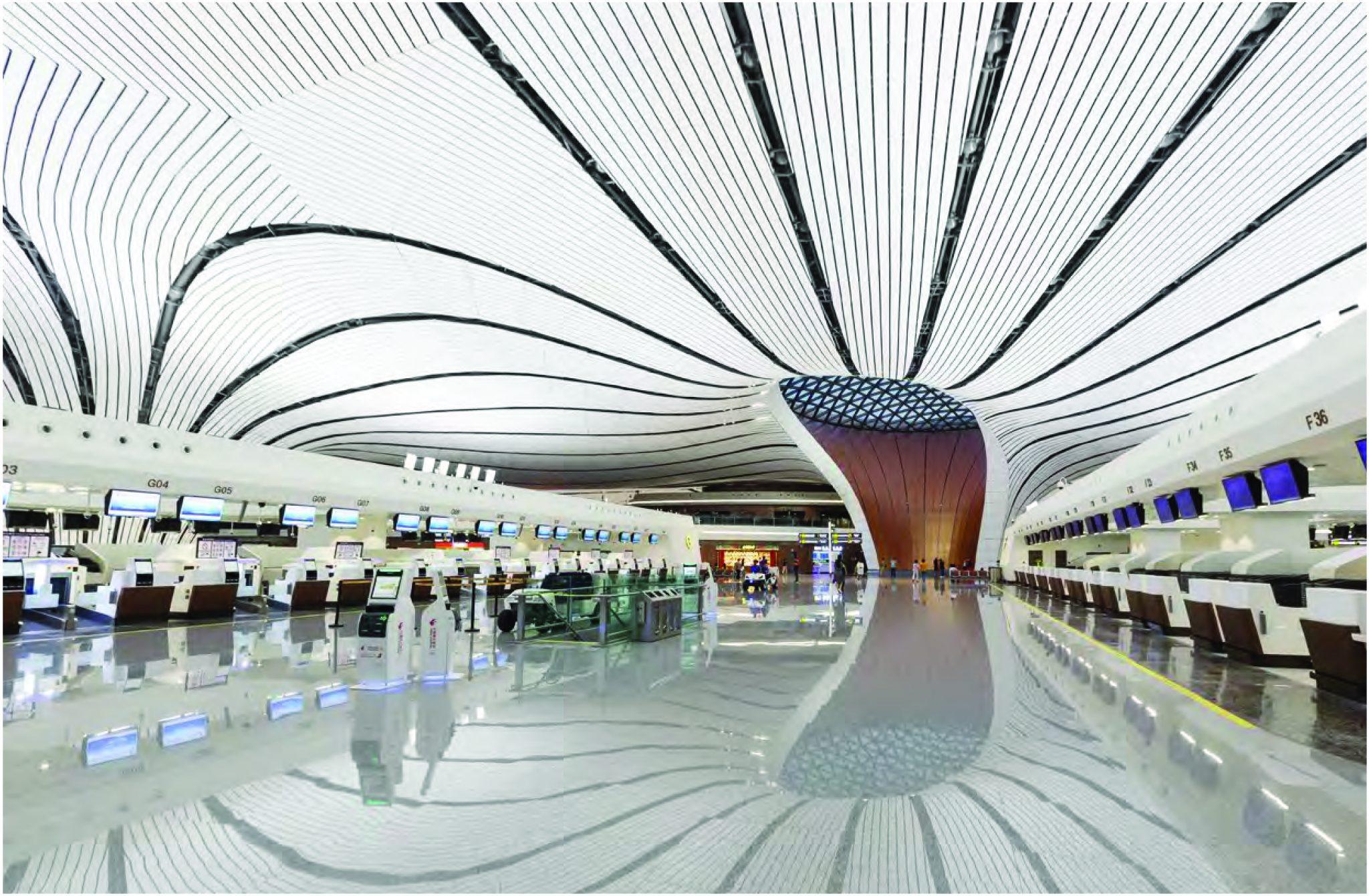 Les écrans de l'aéroport de beijing daxing indiquent aux passagers les informations importantes